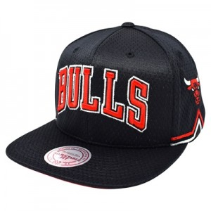 """Chicago Bulls Hardwood Classics Jersey Hook Up Mesh Crown Snapback Cap"""